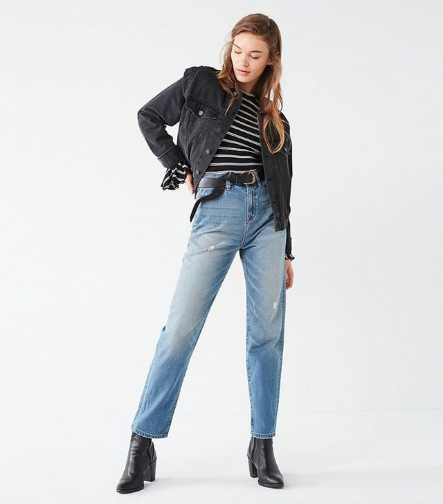 Mom Jean - Vintage Wash - Light Blue 26 W at Urban Outfitters