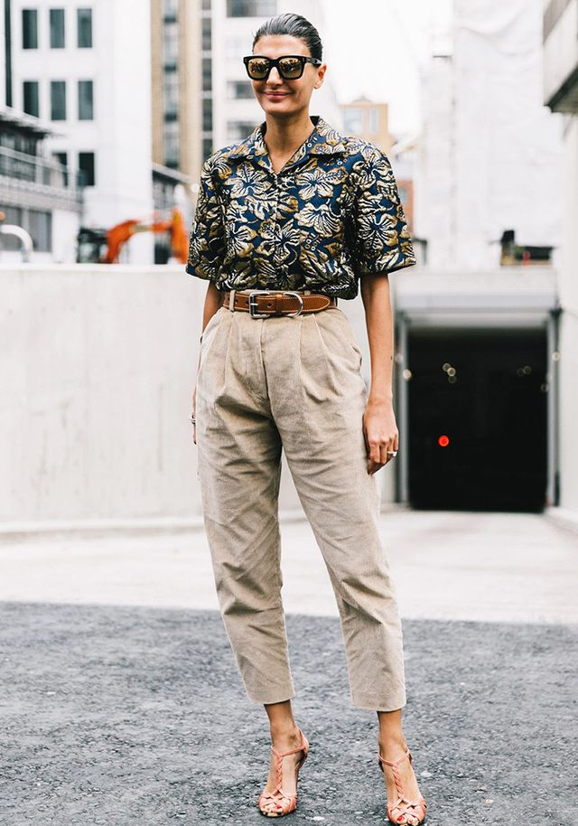A street style example of the khaki pants trend.