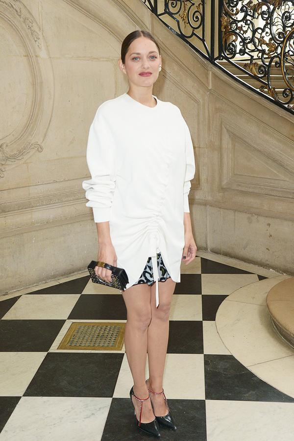 WHO:Marion Cotillard WHAT:Dior S/S 17 show WEAR:Dior Black Crackled Deerskin Pump and clutch.