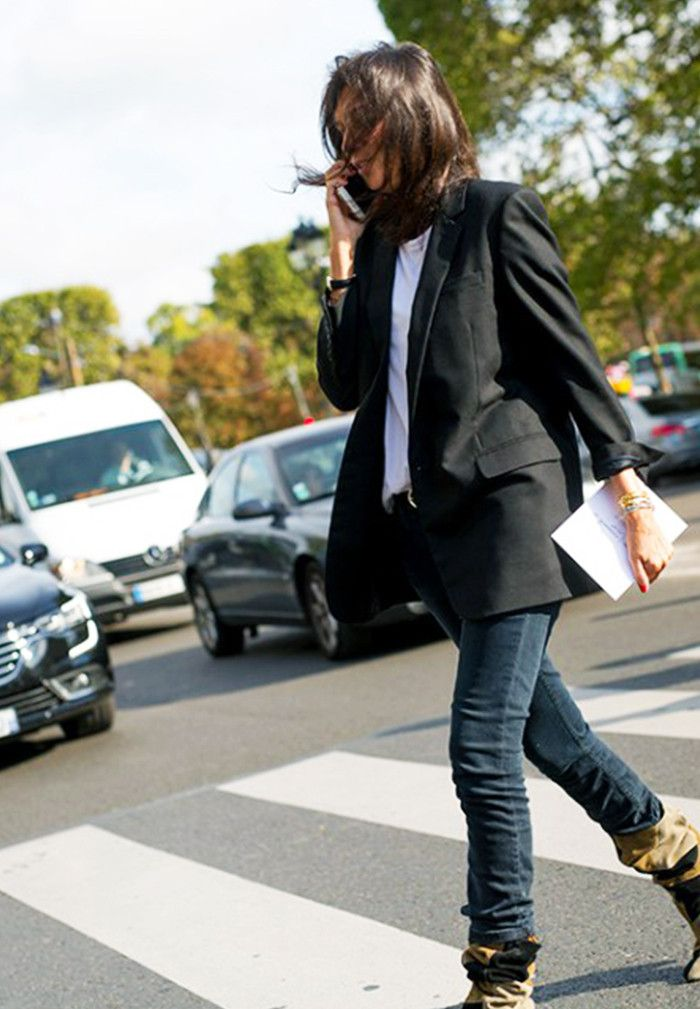 What to wear with black jeans: black blazer and skinny jeans