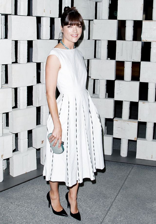 WHO: Selma Blair WEAR: Bottega Veneta dress and Knot clutch.