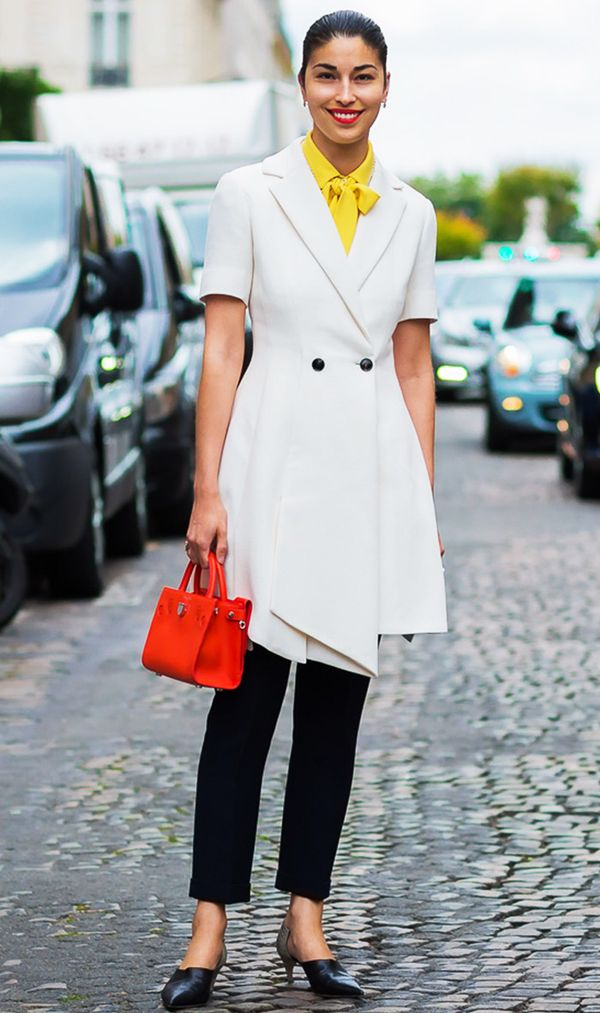 Caroline Issa's bag is sophisticated—and we love the pop of red against her white jacket.