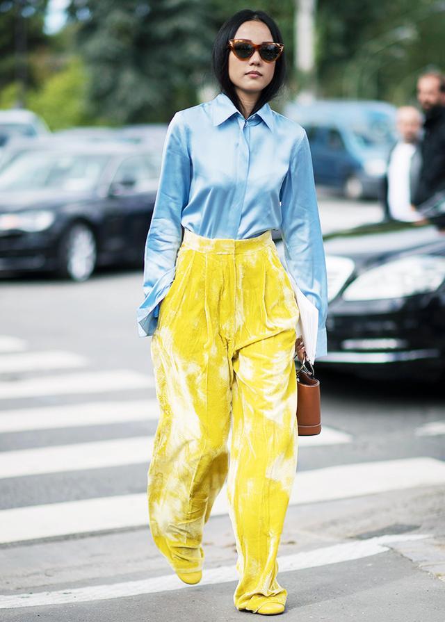 Street style in Paris during Paris Fashion Week Spring/Summer 2017