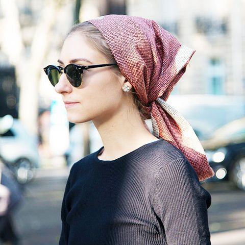 How Fashion Girls Are Wearing Their Scarves