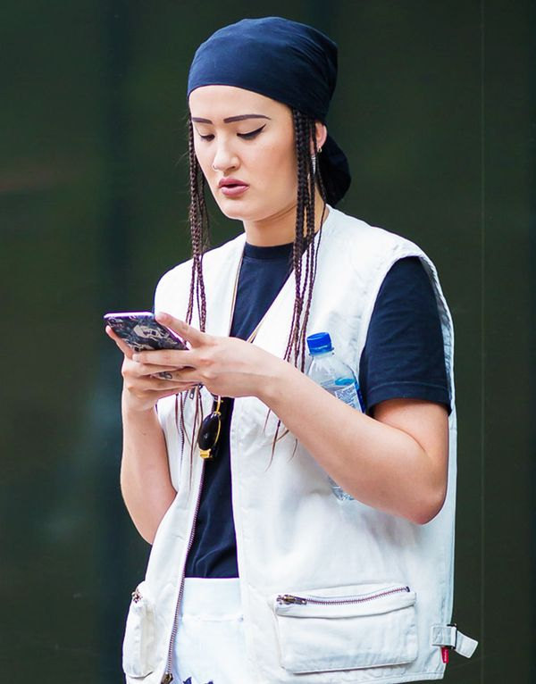 Try your headscarf with a T-shirt and vest for a relaxed, cool approach.