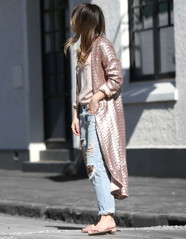 Trust Friend in Fashion to marryfour key trends into one killer look! Her duster coat, slides,sequinsand blush toneshit all the rightnotes for trans-seasonal dressing—this look is...