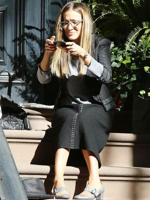 Taking the Perfect Shoe Selfie Is Hard—Just Ask SJP