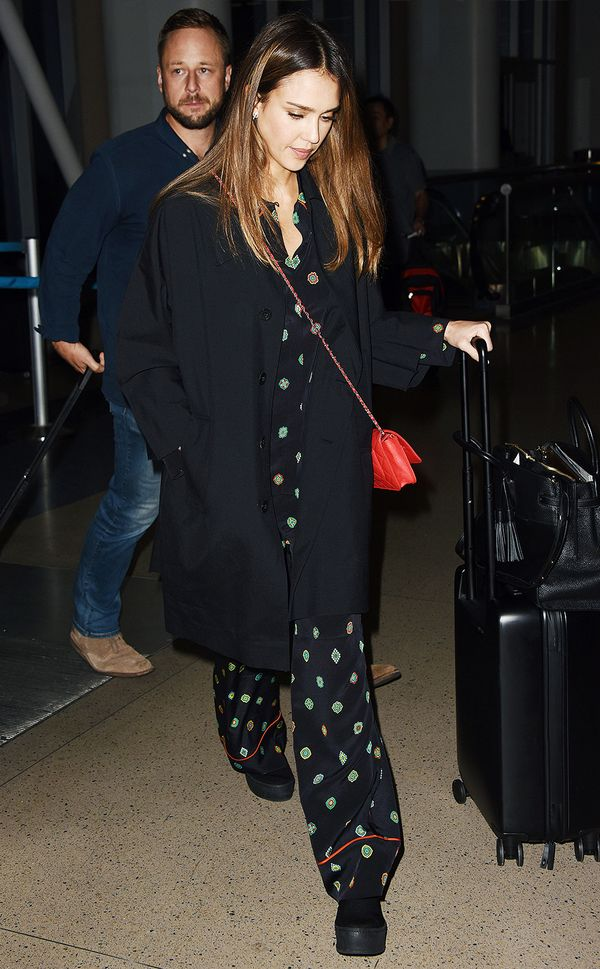 WHO: Jessica Alba WHAT: LAX WEAR: Kenzo x H&M; Chanel bag.