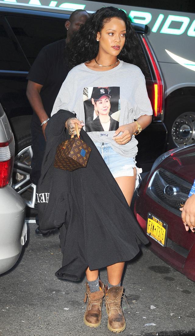 On Rihanna: Trapville #HillaryGrayBrim Tee (35).