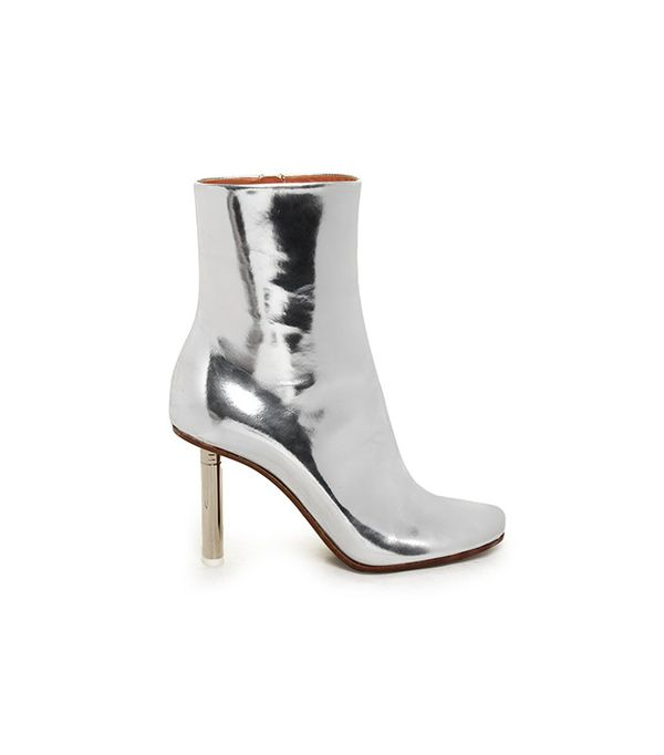 Vetements Toe-Detail Leather Ankle Boots