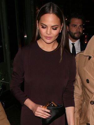 Minimialists, You'll Love Chrissy Teigen's Latest Look