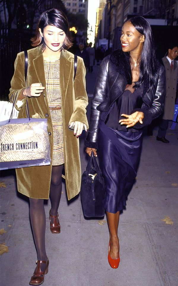 Helena Christensen and Naomi Campbell street style in the '90s