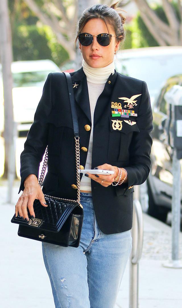 Alessandra-Ambrosio-blazer