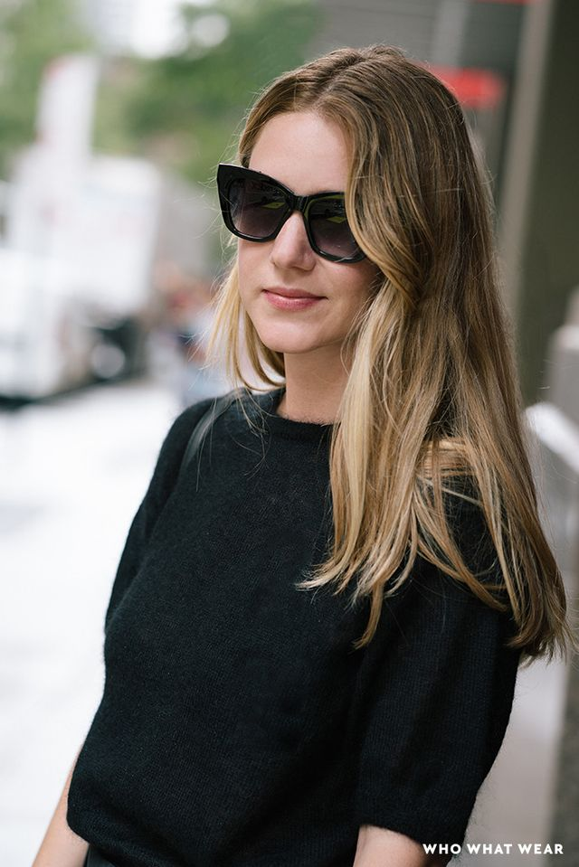 Black sunglasses: an effective accessory for feeling like a boss.