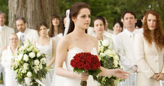 This Is How Much Bella Swan\'s Engagement Ring Is Worth | Who What Wear