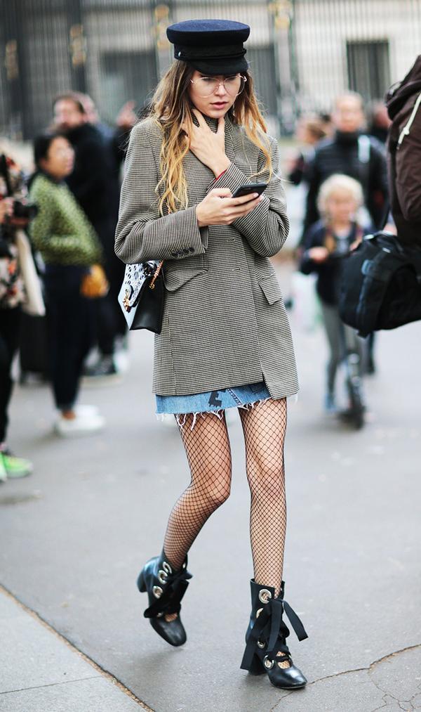 Guest outside Roland Mouret show at Paris Fashion Week