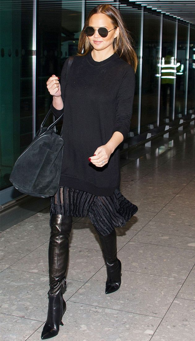 chrissy teigen all black airport outfit