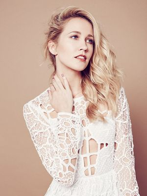 "At Home With ""Pitch Perfect"" Star Anna Camp"