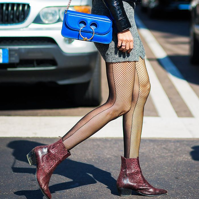 Rules for wearing tights: Diletta Bonaiuti in fishnet tights