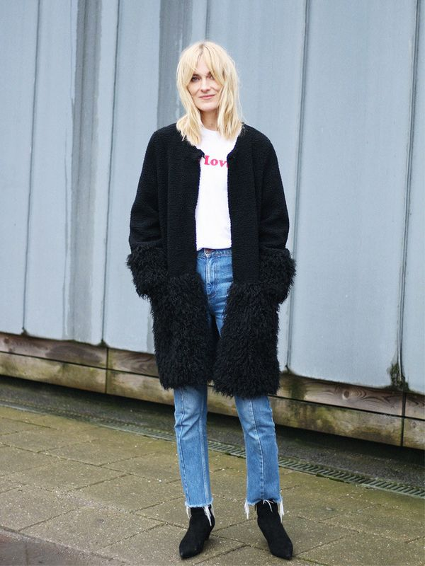Style Notes: Marie Hindkær Wolthers loks happy as a clam in her snugly Munthe coat and Sandro jeans. And who can blame her? Textured, tactile and cosy, this panelled coat is a...