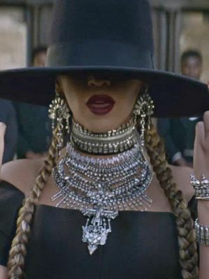 The Sparkly Holiday Necklace Beyoncé Approves Of