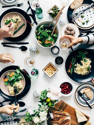 6 Friendsgiving Trends That Are Blowing Up This Year, Says Pinterest