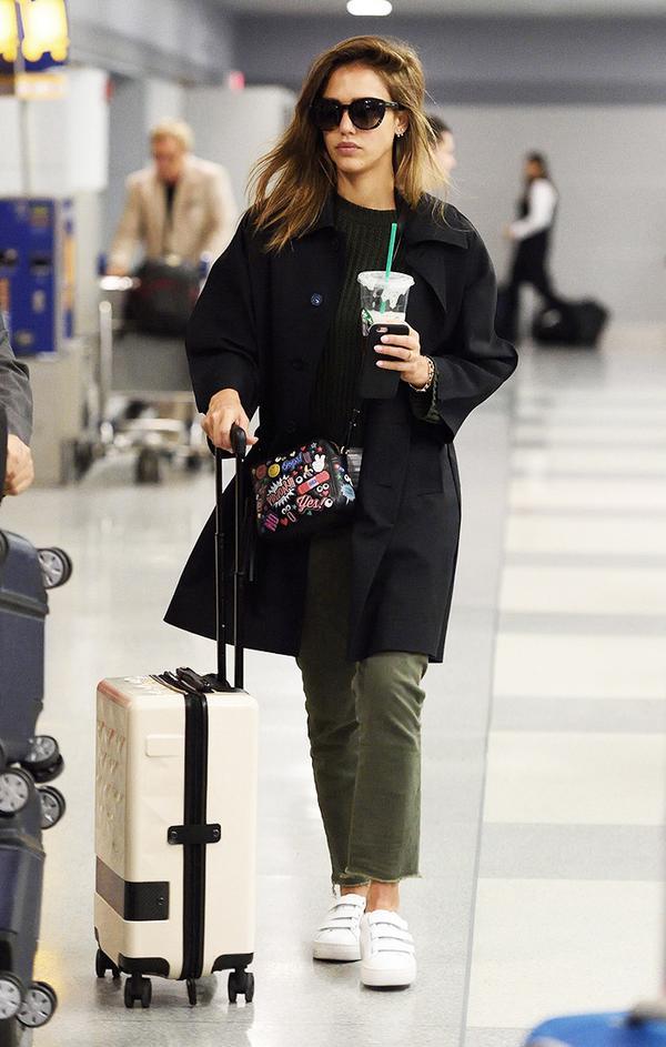 jessica-alba-airport-trench-coat