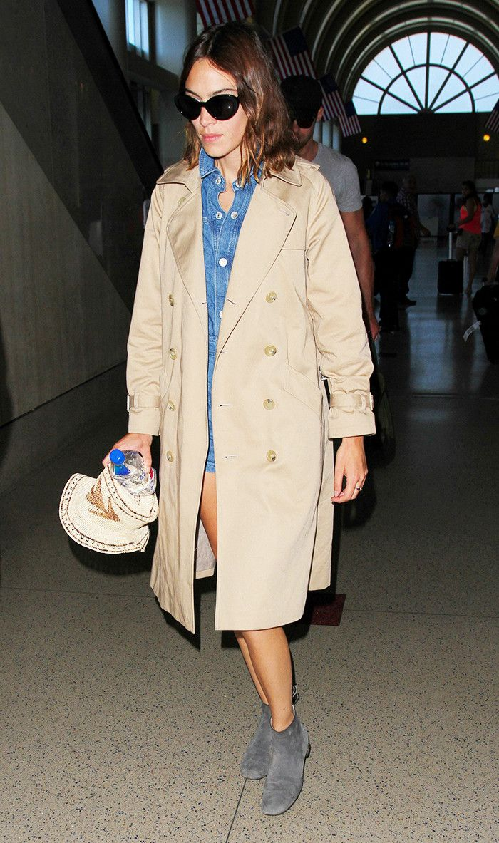 alexa-chung-airport-trench-coat