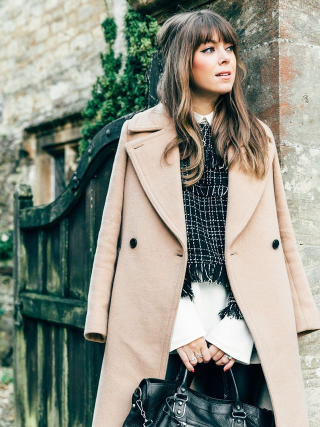 To finish, she pulled on a pair of over-the-knee boots and topped the whole look off with a chic tailored coat to ward against the chill of fall nights.
