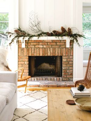 The Most Beautiful Ways to Decorate Your Fireplace This Season