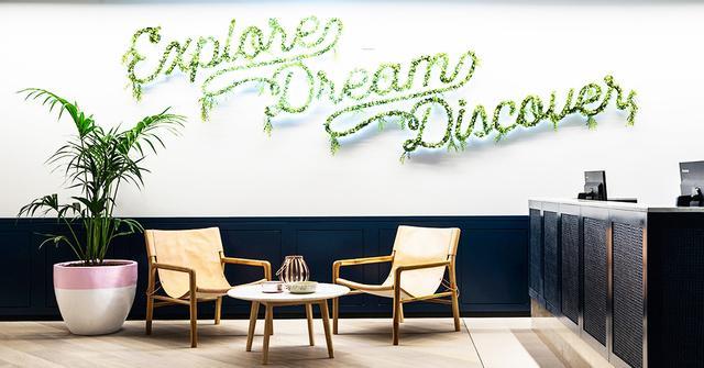 expedia 39 s sydney head office has major cool factor mydomaine. Black Bedroom Furniture Sets. Home Design Ideas