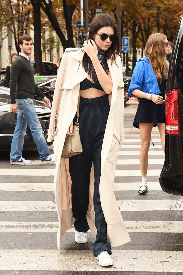 kendall-jenner-white-sneakers