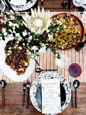 This Is How a Designer Hosts an Unforgettable Friendsgiving