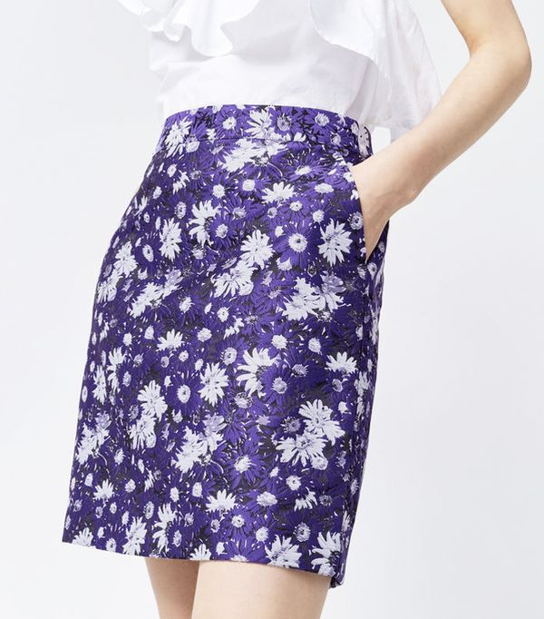 Must-See Spring Street Style Outfits to Bookmark: Warehouse Aster Jacquard Floral Skirt