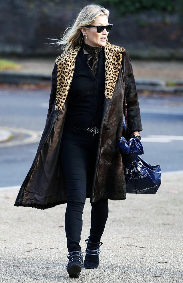 On Kate Moss: Ray-Ban Original Wayfarer Classic(£125); Isabel Marant Roddy Suede Ankle Boots(£249). Shop Similar: Topshop Leopard Scarf(£20); Frame Le Skinny de Jeanne Crop Mid-Rise...