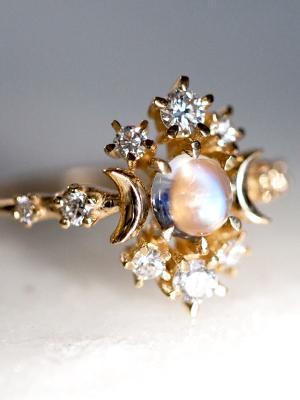 9 Breathtaking Moonstone Engagement Rings