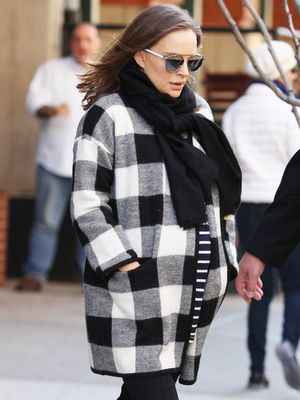 Natalie Portman Found the Chicest Maternity Dress at Topshop