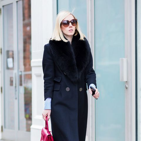 what to wear to work in winter: red accessories