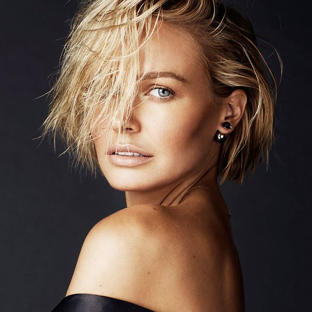 Alert: Lara Worthington Shows Us Her Entire Daily Makeup Routine