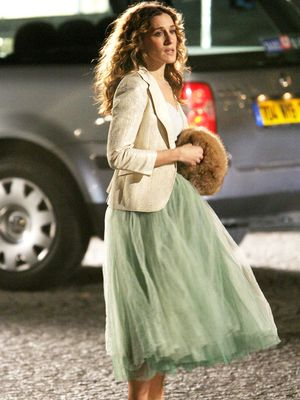 6 Carrie Bradshaw Looks You Should Wear This December
