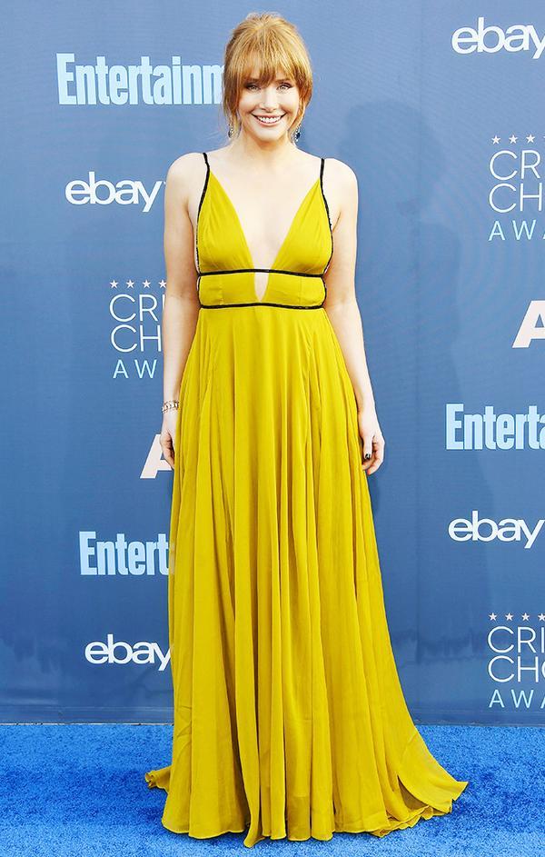 WHO: Bryce Dallas Howard WEAR: Topshop dress; Irene Neuwirth jewelry; Miu Miu heels.
