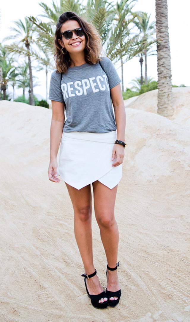 Sara Escudero of Collage Vintage blog wearing Zara 'Respect' tee and skort at El Palmeral park in Alicante
