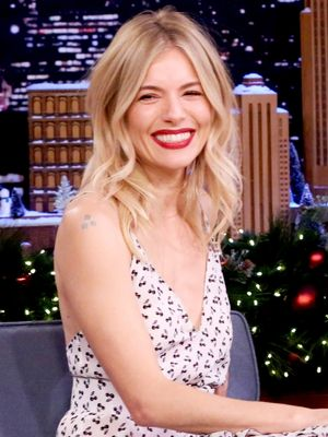 Sienna Miller Made the Most Bizarre (and Adorable) Tonight Show Appearance