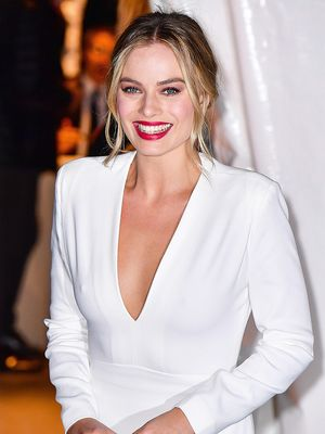 Newlywed Margot Robbie Finally Revealed Her Engagement Ring