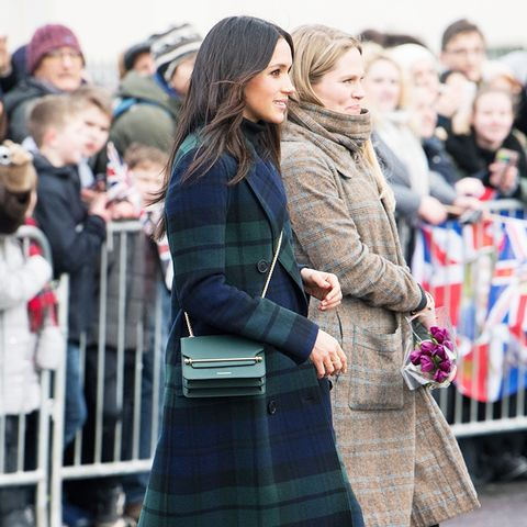 meghan markle style: match your accessories to your coat