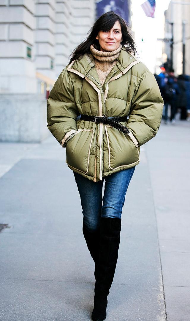 Puffer down coat street style Emmanuelle Alt