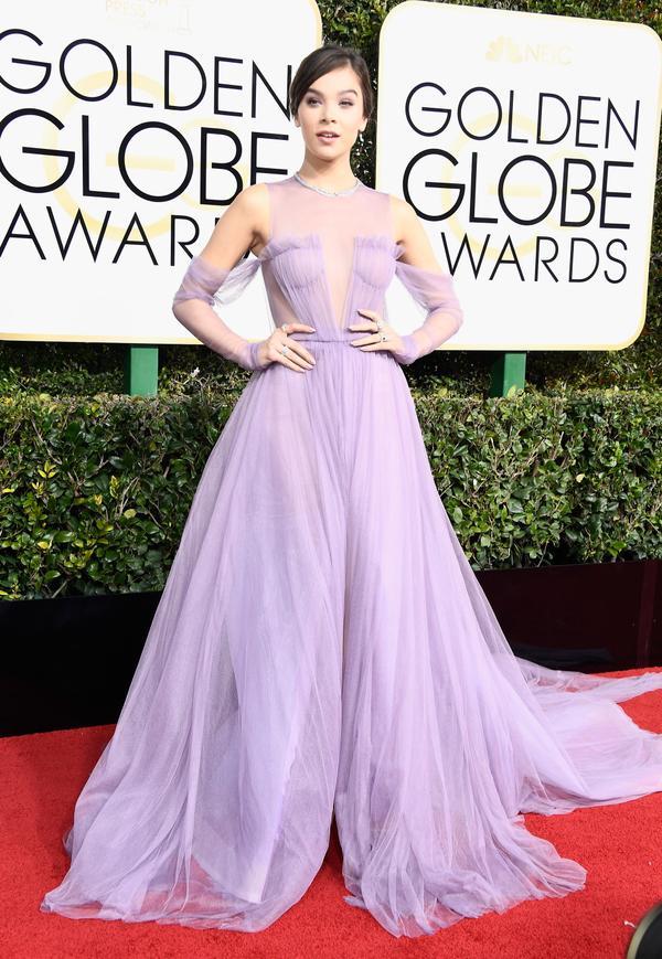WHO: Hailee Steinfeld WHAT: Actress WEAR: Vera Wang dress