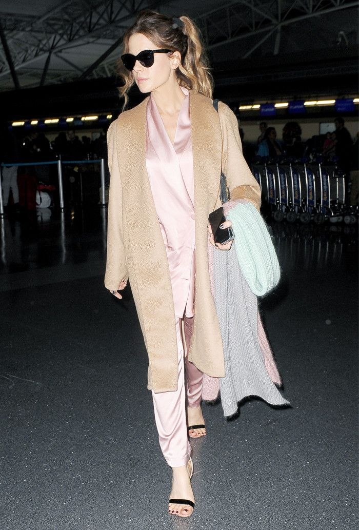 Kate Beckinsale airport