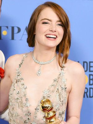 Emma Stone's Awkward Hug Is the Best GIF of the Golden Globes