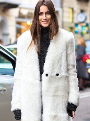 Now This Is How to Wear Black and White During Winter